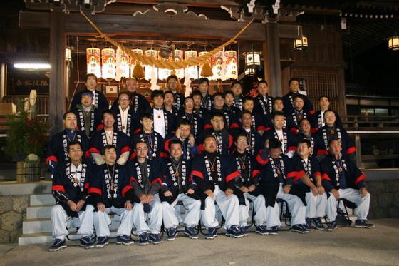 毎年の「厄払い」の行事に欠かす事の出来ないアイテムとして「はっぴ」も各地で定着した感があります。仲間どうしで決めたオリジナルの法被で勢ぞろいされた姿は圧巻!日本の伝統行事に迫力と華を添えていただきました。