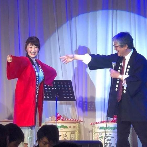 今回のステージは日本酒のイベントに合わせた島さんのコンサートだったそうです。ちょうどこの時期北陸地方の大雪で法被が無事届くかどうか心配いたしましたが、間に合って、そしてこの笑顔!!  よかったです~