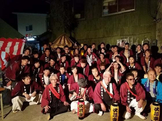 この秋に盛大なお祭りができました♪ と皆様、法被姿でのお写真を頂戴しました。  「無事にお祭りが終わりました! 最高なお祭りに!!!!!  山吉の皆様とっても素晴らしい法被を 作ってくれて本当にありがとうございます!」   こちらこそ誠にありがとうございました。 追加作成お待ちしておりますよ~♪