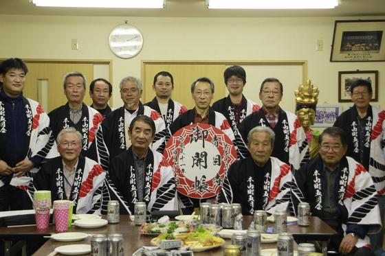 広島県は府中市本山町の皆様の凛々しい法被姿です!  「全員、今回の法被の出来には満足しております。 ありがとうございました。」  そのお言葉だけで、疲れが飛んでいきます♪ 皆様の益々のご活躍をお祈り申し上げます。