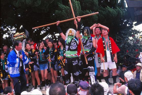 「小さな祭りですが参加メンバーはもちろん、地域の方にも大好評でした」我々作り手が一番嬉しいのは、皆さんが実際に着用された時の元気な笑顔に触れた時なのです!ありがとうございました。