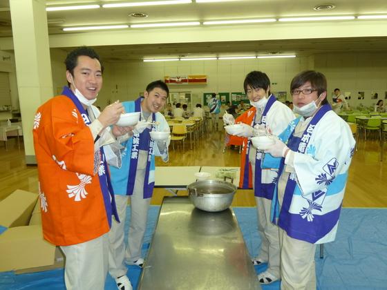 やっぱり日本の年末年始には「法被&餅つき」ですね。お互い日本の伝統文化ですのでこれからも大切にしていって下さいね。  という訳で・・・皆さん、本年も何卒宜しくお願いいたします~!!