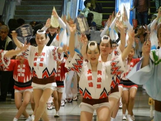 地元名古屋を活動拠点とする「太閤連」様!  由緒ある「葵連」という阿波踊りの団体の中の名古屋支部として創設以来42年!その長い歴史の中で、変わらぬ情熱を持って活躍されています。 今回ご縁を頂戴し、皆様の法被衣装を作製させていただきました。 日本の伝統を守り日本を元気にしてくれる「阿波踊り」!! 連長様のモットーは「阿波踊りを愛すると人生が変わる」・・・  素敵すぎます!!