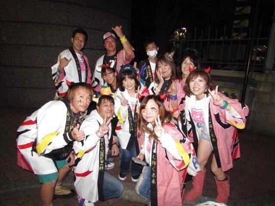 こちらは10月に開催された「青山祭」にて!  この皆さんの笑顔が日本を元気にします!そして 永遠に平和の絆を繋げていっていただくことが我々 製作スタッフの願いでもあるのです。